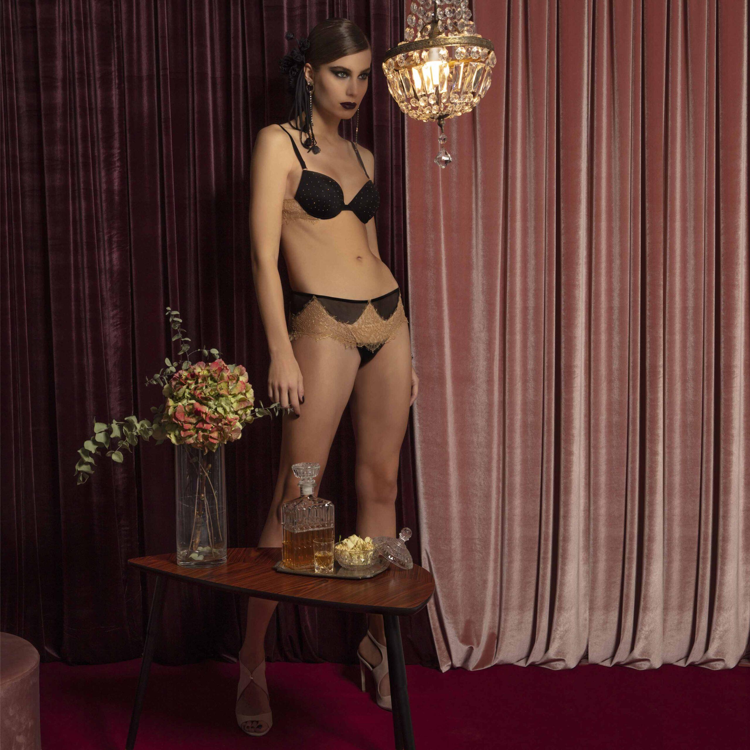 completo-nero-pizzo-reggiseno-slip-valery-prestige-lingerie-donna-autunno-inverno-2022